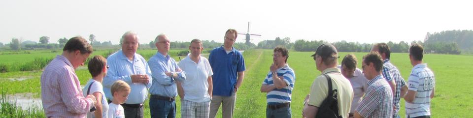 Gemeentelijke politici bezoeken polder Oukoop